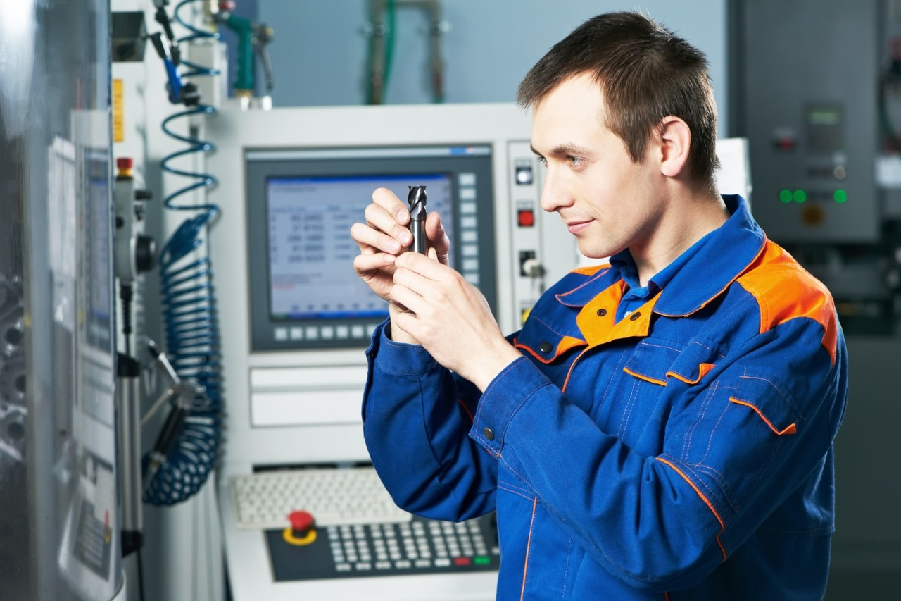 Наладчик станков и оборудования в механообработке